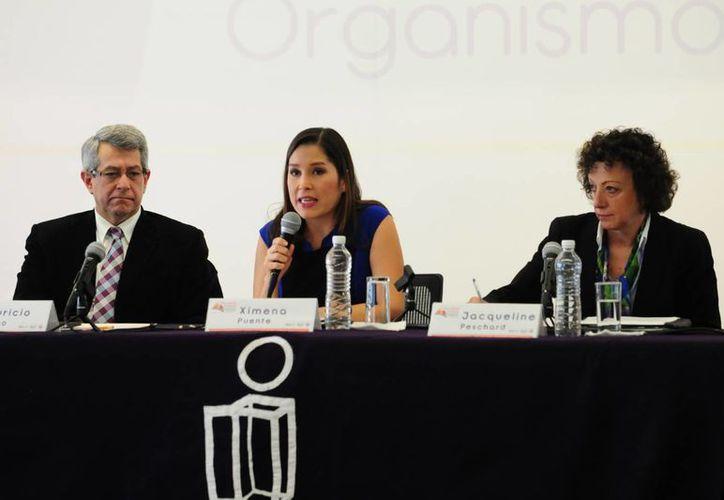 La titular del IFAI, Ximena Mora (c), reconoció el seguimiento que hace la ONU de los avances de México en materia de transparencia. (Notimex)