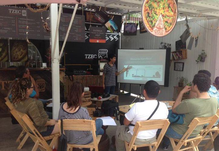 Este grupo de jóvenes proponen y promueven talleres. (Faride Cetina/ SIPSE)