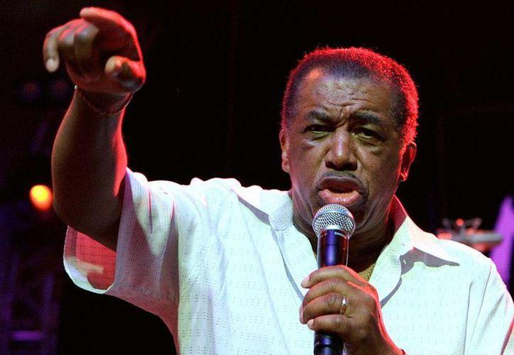 Ben E. King, cantante de soul, se hizo famoso por interpretar la inspiradora canción 'Stand by me', obra musical que incluso dio pie a una historia en el cine. La imagen es de 2006. (AP/Archivo)