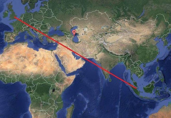 El avión de pasajeros que salió de Londres con destino a Singapur, debió hacer la parada de emergencia en Azerbaiyán (A). (Google Maps)