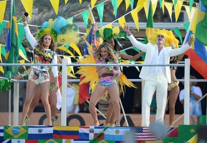 Imagen del video en el que se observan a Jennifer López,  la cantante brasileña Claudia Leitte y Pitbull. (rap-up.com)