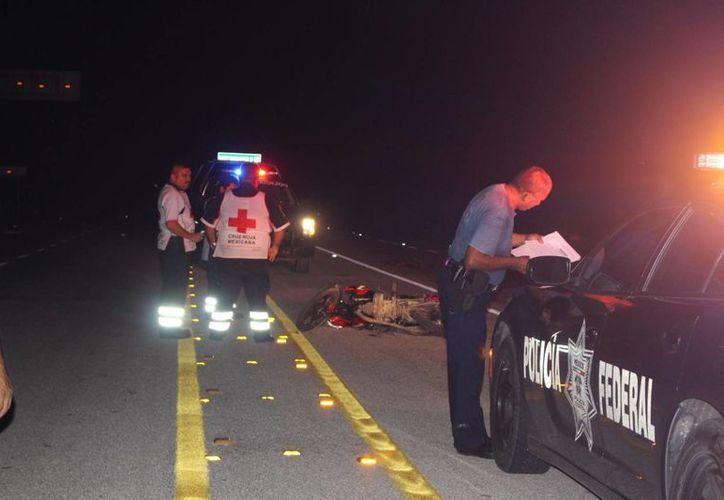 Un hombre perdió la vida anoche en la carretera federal federal 307 Reforma Agraria-Puerto Juárez. (Benjamín Pat/SIPSE)