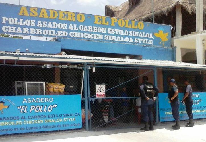 El establecimiento fue clausurado de manera preventiva, hasta que se determine si fueron responsables de la intoxicación masiva. (Javier Ortiz/SIPSE)