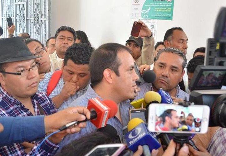 Cuauhtémoc Blanco encabezó la revisión del edificio del Ayuntamiento de Cuernavaca, que estuvo ocupado por la Policía de Mando Único. (Excélsior)