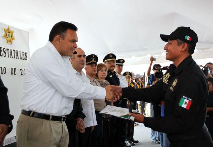El gobernador apadrinó a la 51a generación de policías estatales. (Milenio Novedades)
