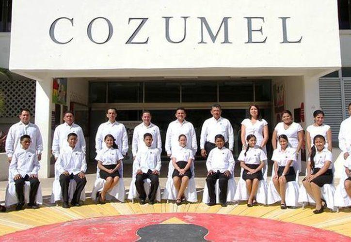 Hoy 24 estudiantes ocuparon el cargo de cada uno de los integrantes del gabinete municipal.  (Redacción/SIPSE)