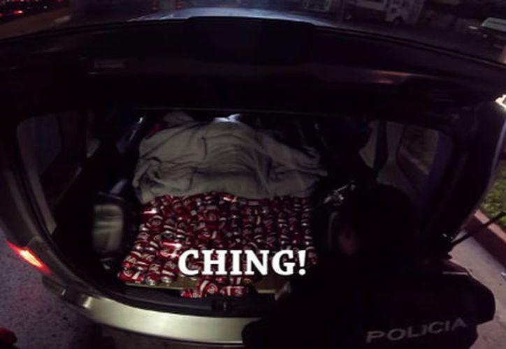 Un par de policías ya son investigados luego de ser exhibidos por dos canadienses que los grabaron cuando éstos pedían una 'mordida'.  (Milenio.com)