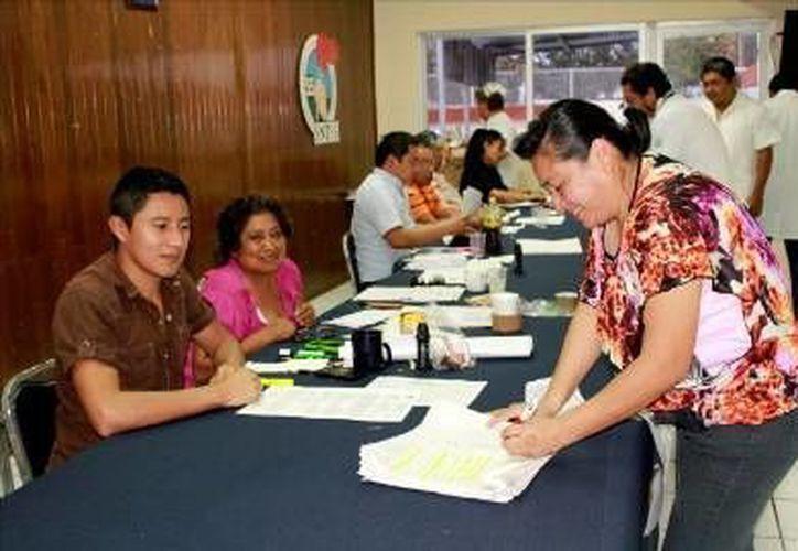 Trámite de registro para tratar de obtener una plaza en el IMSS. (Milenio Novedades)