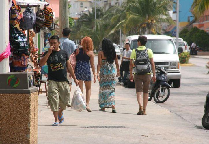 La Profeco intensificará sus revisiones a prestadores de servicios para evitar que abusen de los visitantes a la isla durante las vacaciones.  (Irving Canul/SIPSE)