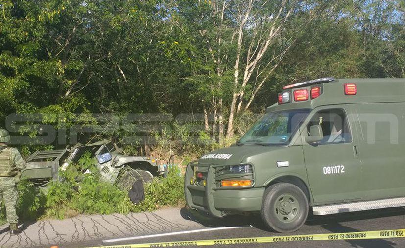 Las autoridades llegaron al sitio del percance para auxiliar a los lesionados. (Fotos de Andrea Parra/SIPSE)