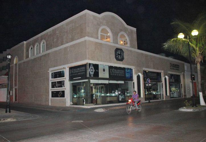Las oficinas de la empresa se ubican sobre la joyería Diamonds. (Julián Miranda/SIPSE)