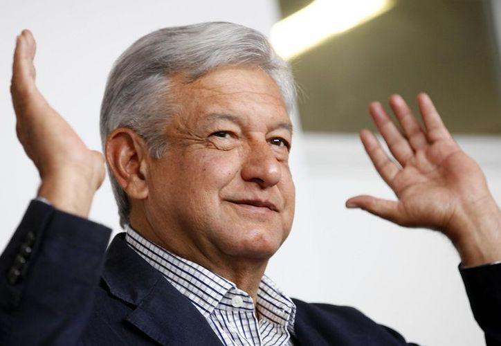 El candidato de Morena, Andrés Manuel López Obrador se reunió con empresarios locales en Mérida, Yucatán. (Foto: Oronoticias)