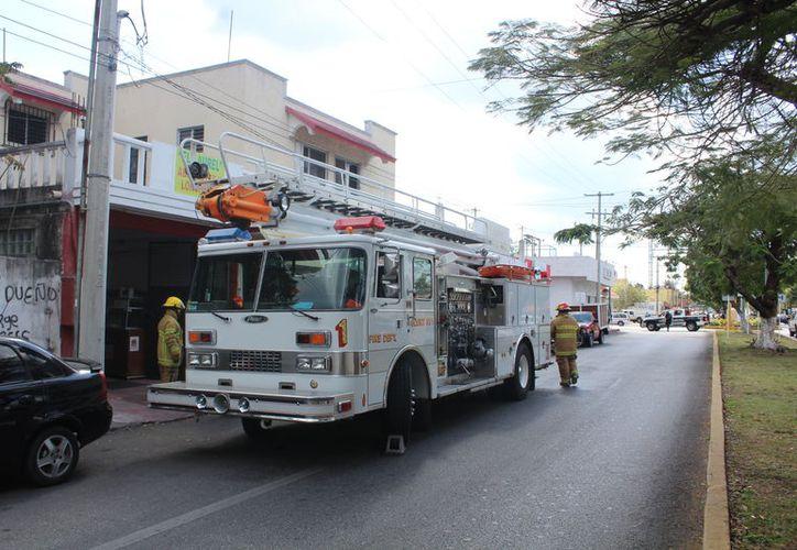 Cuando el cuerpo de bomberos llegó al lugar, el incendio ya estaba controlado. (Redacción/SIPSE)