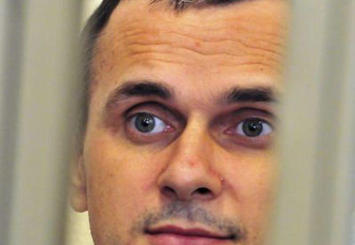 El director ucraniano Oleg Sentsov, durante una sesión de su juicio en Rostov del Don, Rusia. (Archivo/EFE)