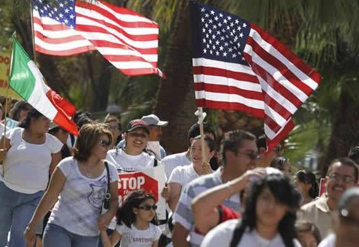 Se calcula que en EU hay 12 millones de inmigrantes indocumentados. (Archivo/Reuters)