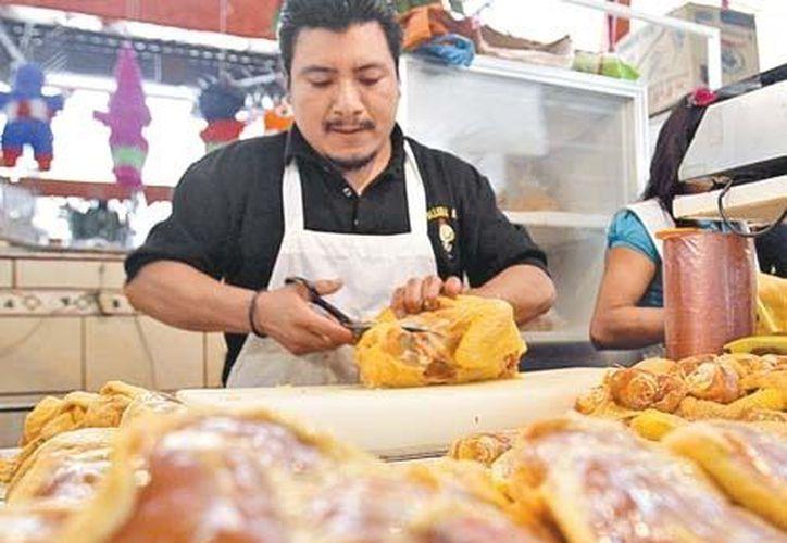 El pollo está entre los alimentos cuyo precio reporta un incremento. (Nelly Salas/Milenio)