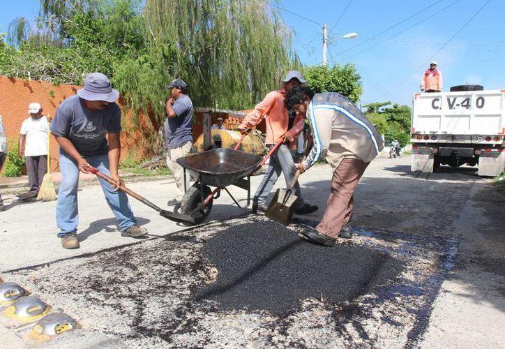 Tres los factores influyen en la aparición de baches: muchas calles cuya vida útil ya venció, las lluvias y el aumento del parque vehicular. (SIPSE)