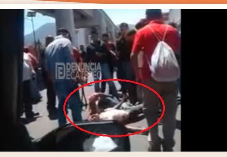 Pasajeros de transporte público golpean a dos asaltantes. (Tribunal Campeche)