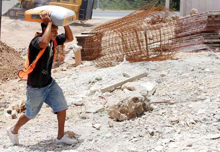 El Sitec debe pelearse en cada obra para que se respeten los derechos de los albañiles. (Israel Leal/SIPSE)