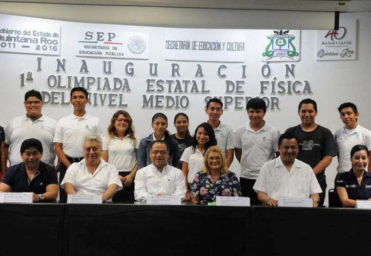 Los estudiantes que representarán a Quintana Roo en la fase nacional. (Redacción/SIPSE)