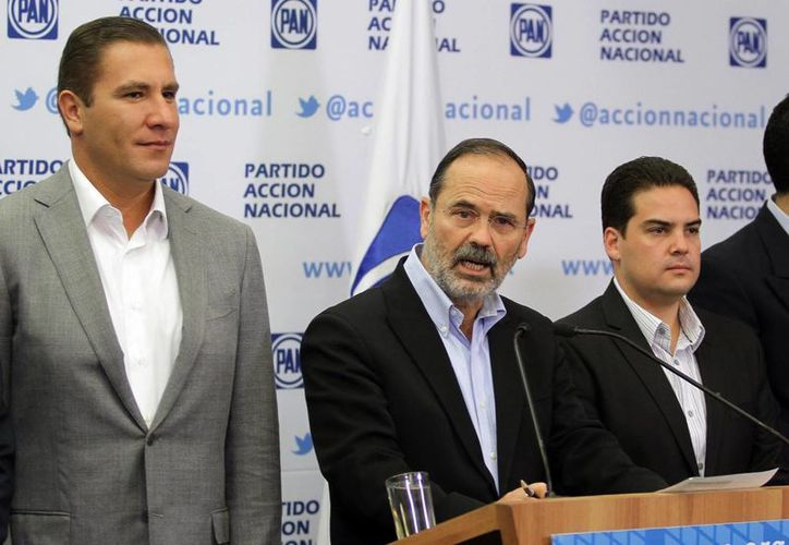 El gobernador de Puebla, Rafael Moreno Valle, acompaña al presidente nacional del PAN. (Notimex)