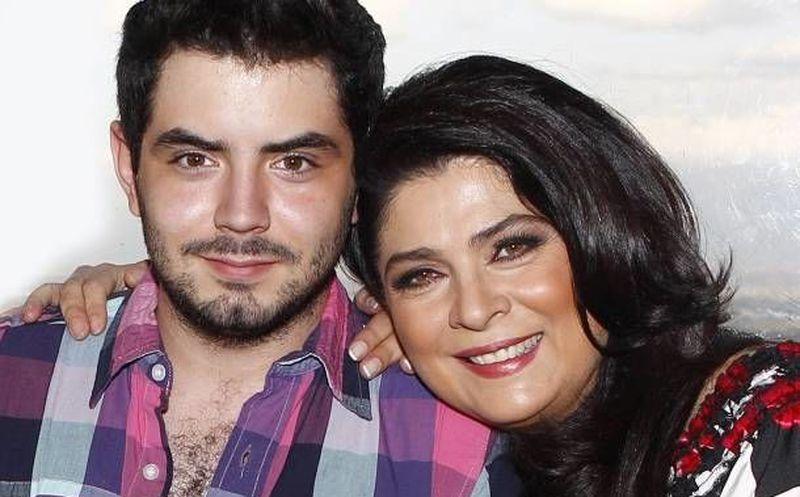 Eduardo Derbez aclara si bloqueó a Victoria Ruffo en redes