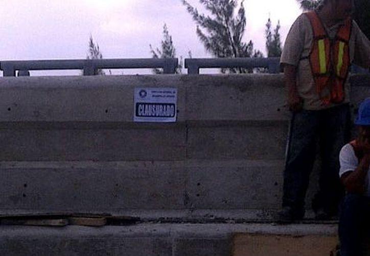 Inspectores de Desarrollo Urbano colocaron los sellos. (Twitter: @CarlitaHidalgo)