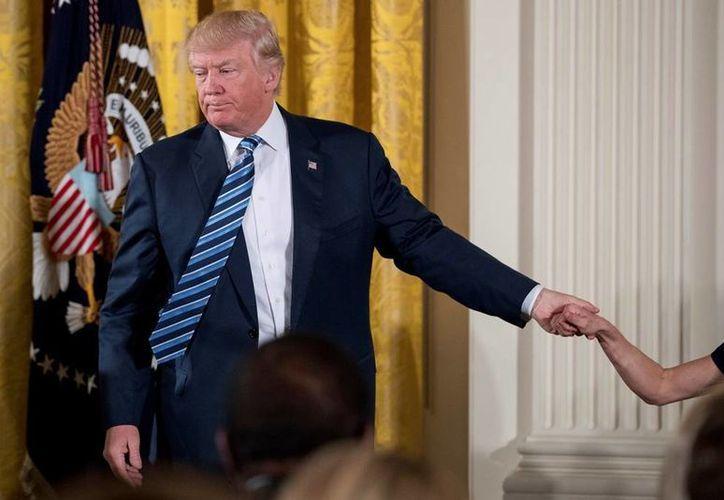 Trump mantendrá en breve reuniones con el presidente de México y el primer ministro de Canadá para abordar el tema del Tratado de Libre Comercio. (AP/Andrew Harnik)