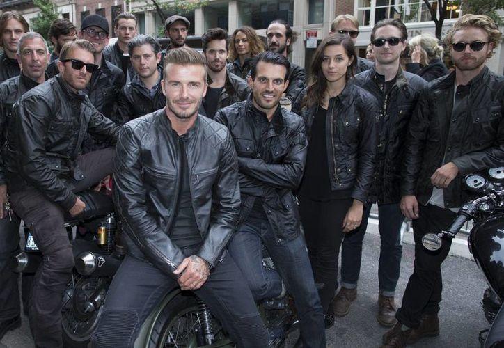 David Beckham con motociclistas durante la presentación de la colección Belstaff dentro de la Semana de la Moda en Nueva York. (Foto: AP)
