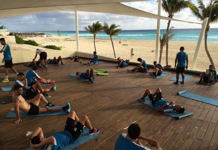 Los jugadores arribaron a este destino turístico y ya trabajan en sus sesiones de playa. (Ángel Mazariego/SIPSE)