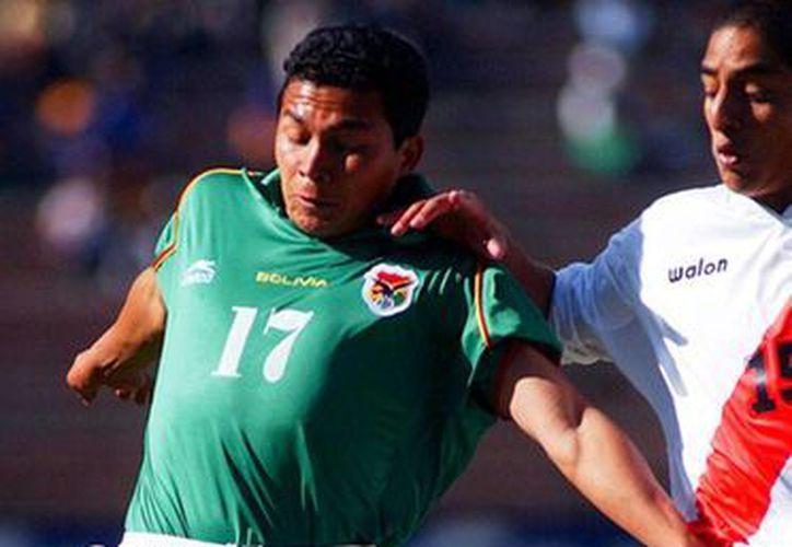 Luis Gatty Ribeiro, exseleccionado nacional de futbol de Bolivia, es el nuevo alcalde Amazonia. 'Es el partido más difícil de mi vida', dijo, tras ser declarado ganador de los comicios. (AP/Archivo)