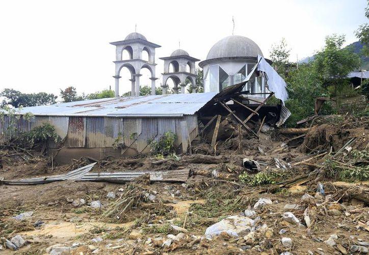 La tormenta tropical Earl dejó severos daños en el municipio de Huauchinango, personal del Ejército Mexicano aplica el Plan DN-III en la zona. (Notimex)
