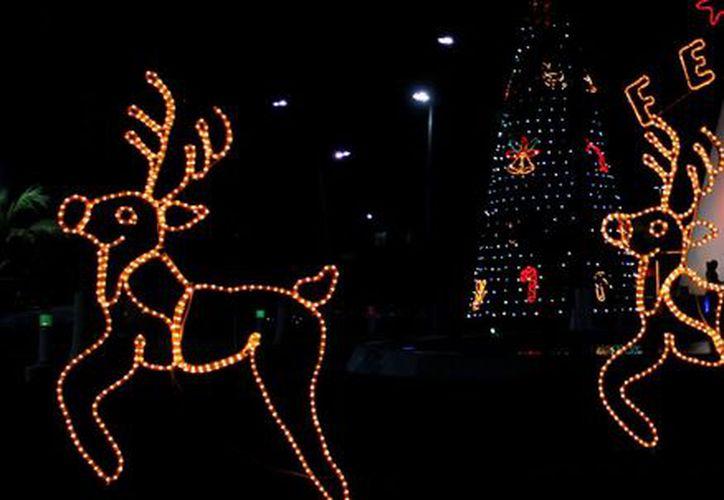 Los adornos navideños elevan el consumo de la energía eléctrica. (Harold Alcocer/SIPSE)