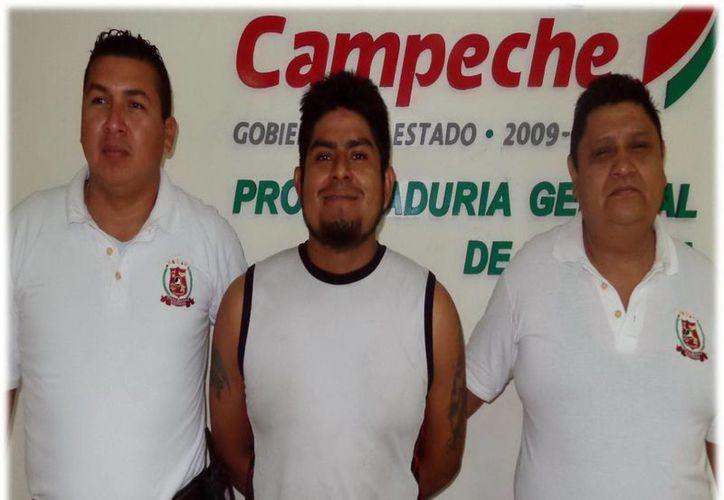 Herbert Ernesto Juárez Díaz (c) fue enviado por la Fiscalía estatal a Campeche para ser procesado. (SIPSE)