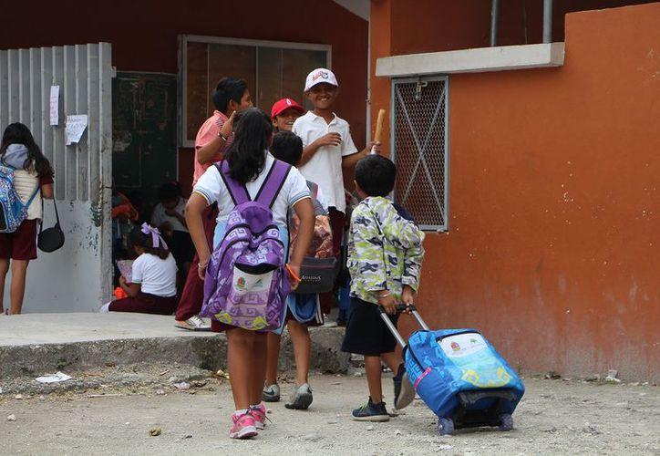 Se tendrían que habilitar 40 aulas en ocho diferentes sistemas educativos, lo que implica la contratación de los 70 docentes y personal de apoyo. (Paola Chiomante/SIPSE)
