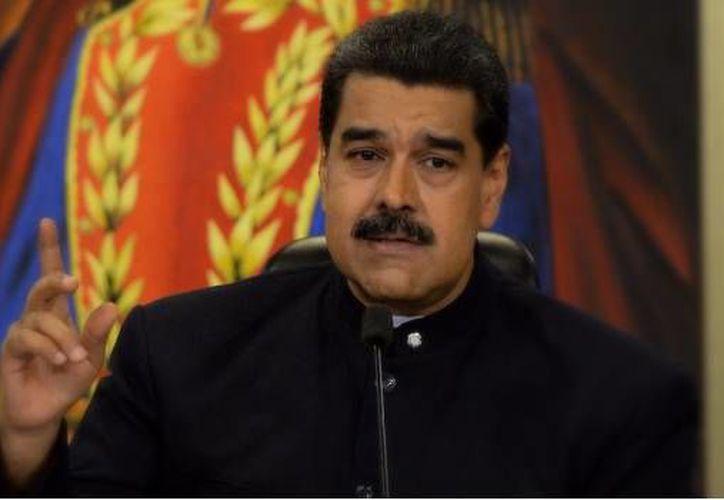 La candidatura de Maduro se anuncia a dos días del inicio de un diálogo entre el gobierno y la oposición en República Dominicana. (AFP)