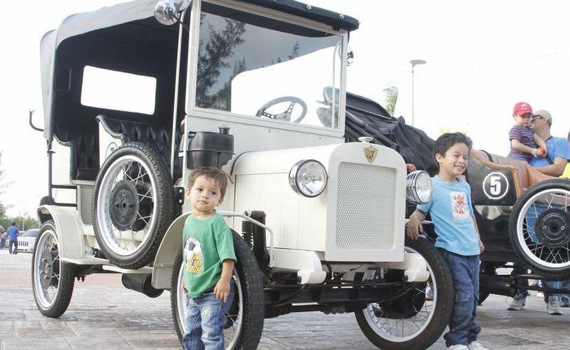 Están presentes un sin fin de marcas, con modelos dentro del rango de 1923 a 1975. (Victoria González/SIPSE)