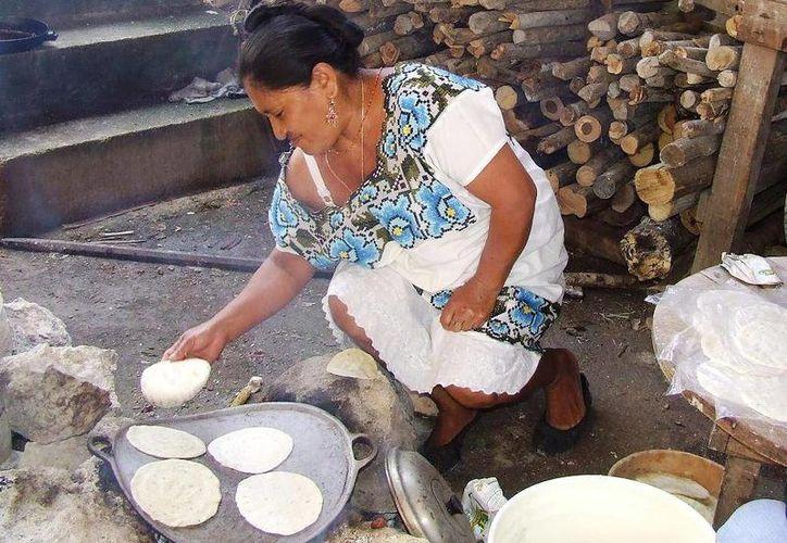 La integración de las mujeres en la vida laboral y empresarial representa un motor de cambio en la vida de estas mujeres. (Rossy López/SIPSE)