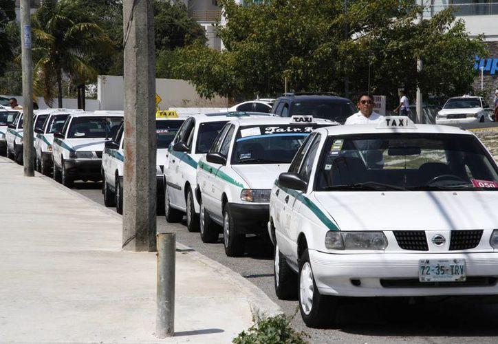 Informaron que ya llegaron los aparatos, pero se desconoce cuándo se instalarán en los taxis. (Tomás Álvarez/SIPSE)