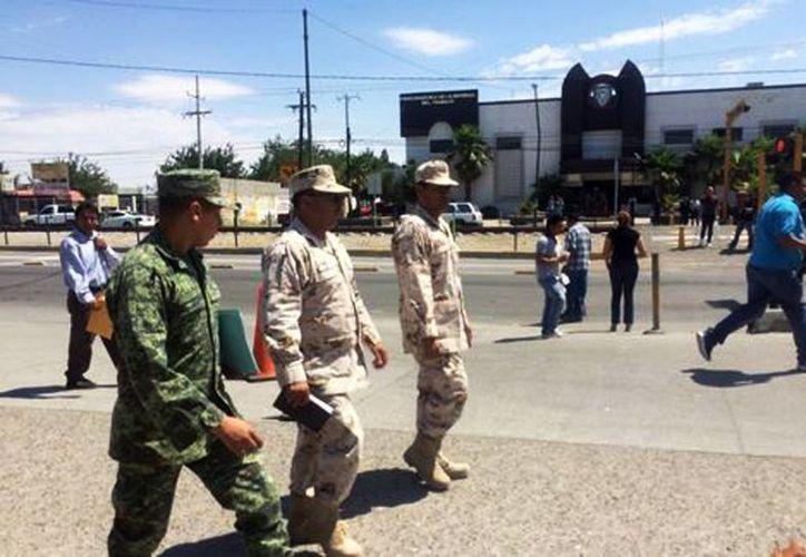 El joven militar era uno de los más de 300 efectivos militares que fueron movilizados de la Guarnición Militar de la Plaza de esta frontera a la vigilancia del Cefereso. (Juan José García Amaro/Milenio)