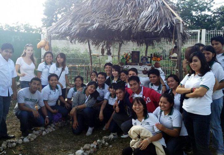 Los estudiantes del Conalep Plantel No. 3  regresaron a las aulas e incluso realizaron el tradicional concurso de altares de Hanal Pixán. (Milenio Novedades)