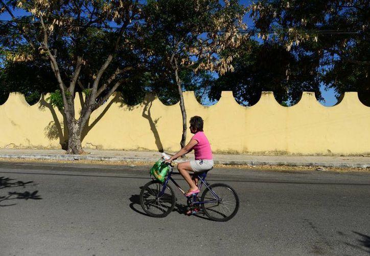La jornada dominical estuvo tan soleada que motivó a algunas personas a hacer ejercicio. (Luis Pérez/SIPSE)