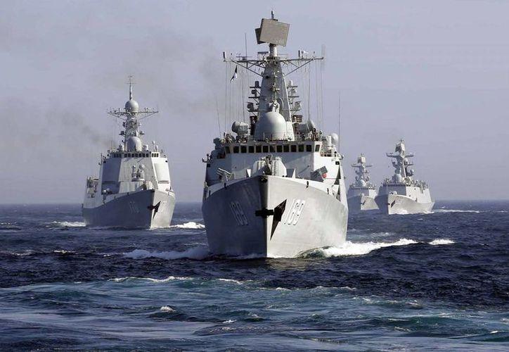 China anunció que la Marina ha enviado cuatro destructores, dos fragatas de misiles guiados. (Agencias)