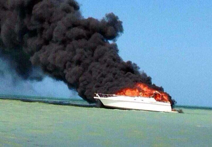 El siniestro provocó la movilización de los cuerpos de rescate de mar y de tierra. (Manuel Pool/SIPSE)