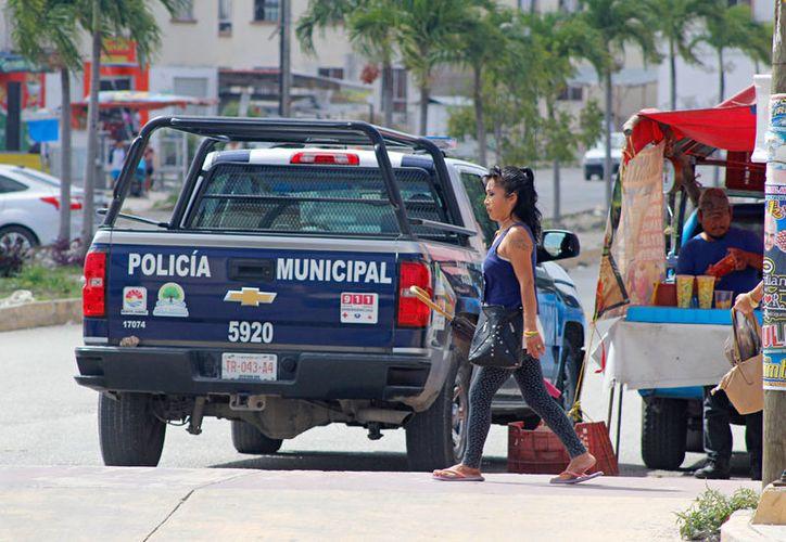 Hay reportes de policías que han detenido a personas sin ser sospechosas de cometer algún delito. (Redacción/SIPSE)