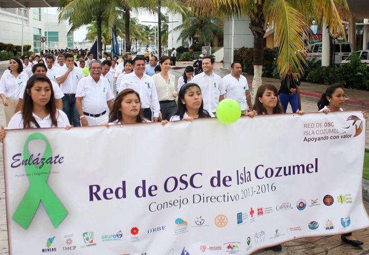 Participaron en la caminata más de 300 personas. (Cortesía/SIPSE)