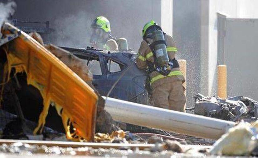 La caída de la aeronave causó graves daños al centro comercial Direct Factory Outlet de la ciudad de Melbourne. (AP)