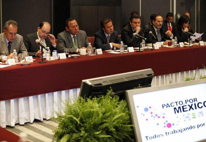 El Consejo Rector del Pacto por México calificó de 'fructífera' la reunión que sostuvo la Conferencia Nacional de Alcaldes y Municipios del país. (Notimex)