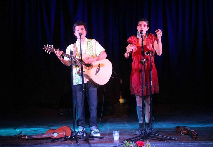 La pareja se presentó en el jueves de concierto en la Casa de la Cultura de Cancún. (Faride Cetina/SIPSE)