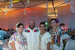 Lucen el terno y las mujeres yucatecas